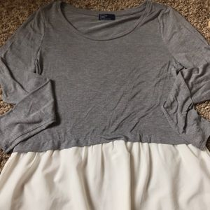 Grey and white Gap tee